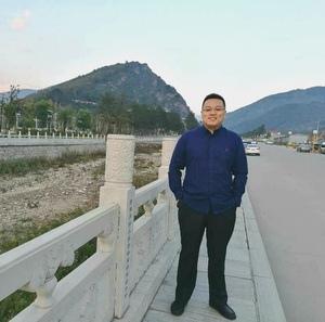 姚依农:记者